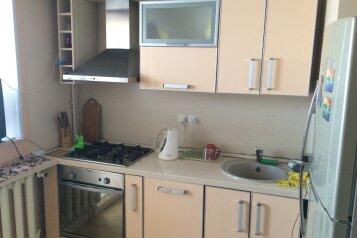 2-комн. квартира, 58 кв.м. на 4 человека, улица Чубынина, 25, Салехард - Фотография 2