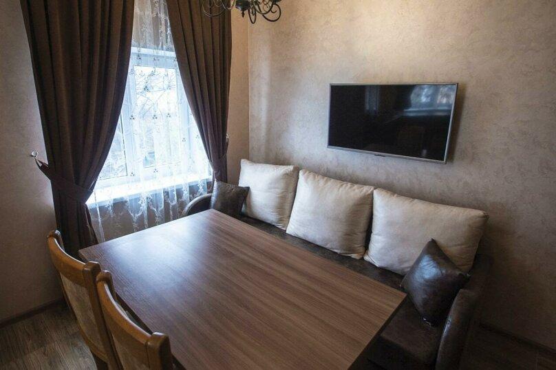 Гостиница 926127, улица Кузьмы Мухлынина, 10 на 10 комнат - Фотография 1