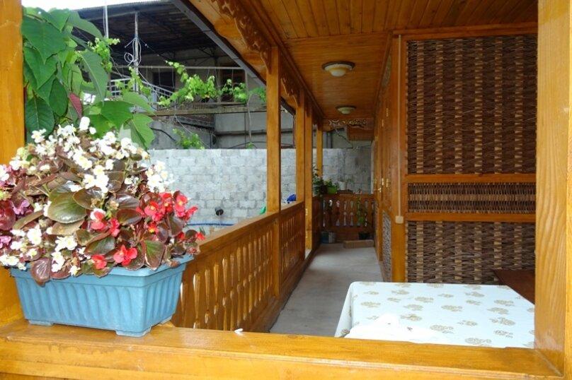 "Мини-гостиница ""Абхазский дворик"", улица Демерджипа, 84 на 5 комнат - Фотография 10"