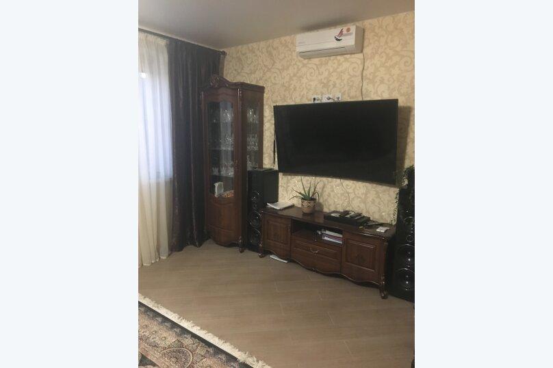 Отдельный дом территория огороженная, 100 кв.м. на 6 человек, 3 спальни, Международная улица, 49, Ейск - Фотография 1