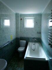 Двухкомнатный семейный номер с ванной комнатой:  Номер, Семейный, 5-местный (4 основных + 1 доп), 2-комнатный, Гостевой дом, улица Леваневского, 3 на 12 номеров - Фотография 4