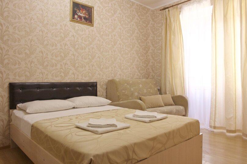 """Улучшенный номер с кроватью размера """"king-size"""", Колхозная улица, 75, Геленджик - Фотография 1"""