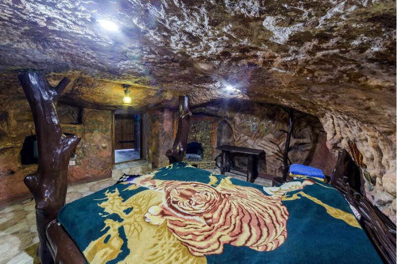 Пещера малая, с. Красный Мак, ул.Карьерная, 4, Бахчисарай - Фотография 1