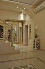 Резиденция с собственной игровой комнатой + свой закрытый двор, 296 кв.м. на 8 человек, 3 спальни, улица Щорса, Ялта - Фотография 2