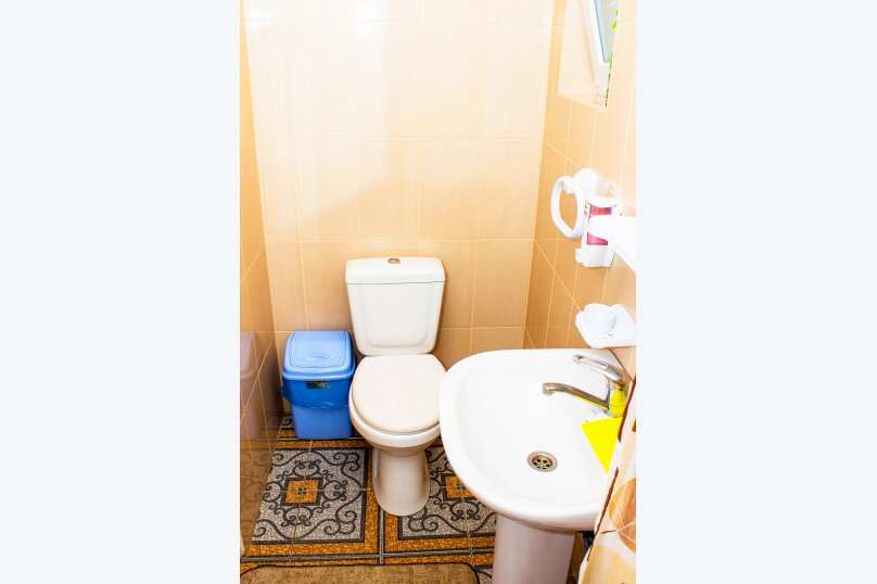 """Гостевой дом """"На Школьном переулке 22"""", Школьный переулок, 22 на 10 комнат - Фотография 20"""