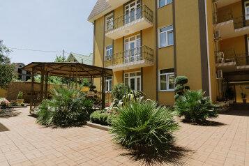 Мини-отель, улица Чкалова на 20 номеров - Фотография 1