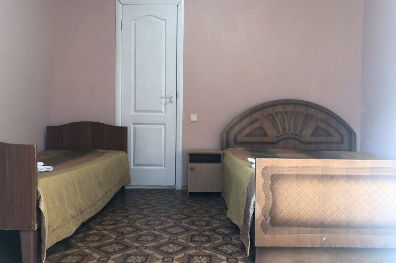 Трёхместный номер без кондиционера, Советская улица, 40А, Николаевка, Крым - Фотография 1