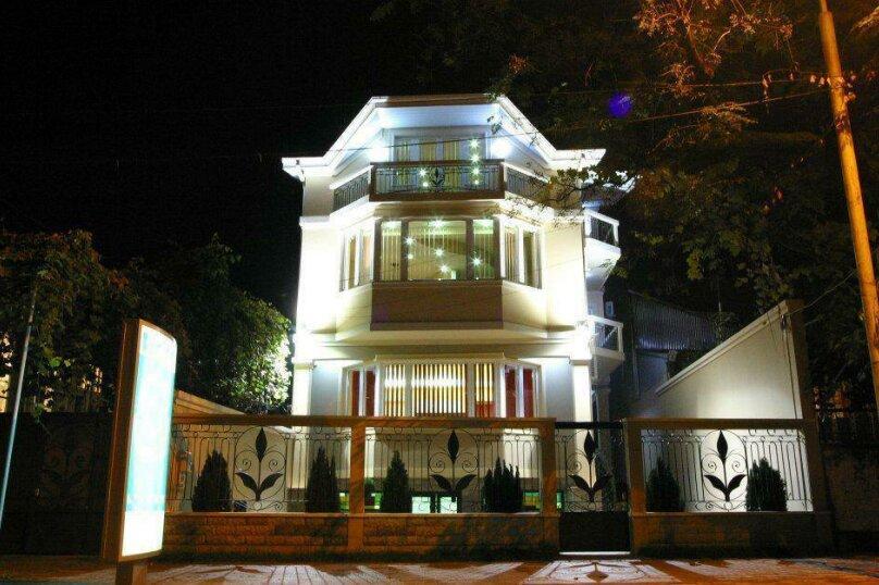 """Отель """"Light House"""", улица Александра Казбеги, 4 на 16 номеров - Фотография 1"""