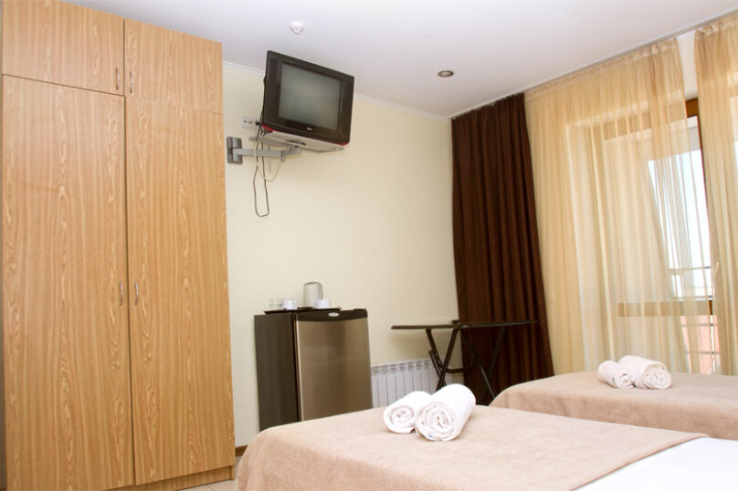 Номера стандарт с балконом, Черноморская набережная, 22А, Феодосия - Фотография 3