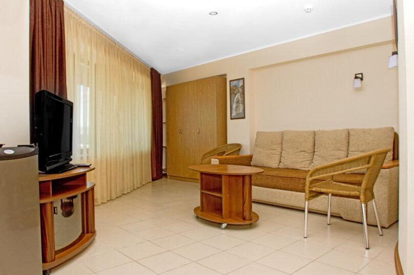 Номера люкс, Черноморская набережная, 22А, Феодосия - Фотография 1