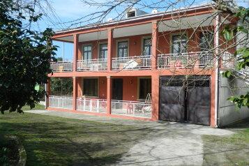 Гостевой дом, Кобулети, ул. Мемед Абашидзе на 5 комнат - Фотография 1