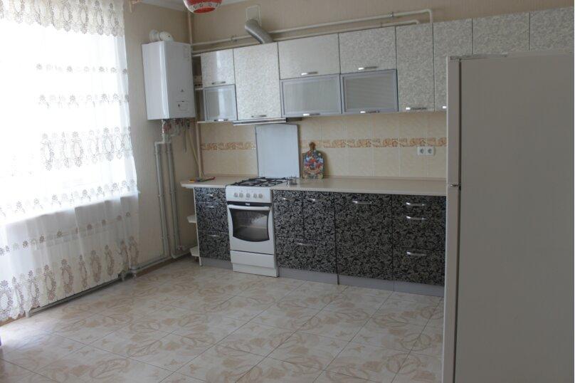 2-комн. квартира, 80 кв.м. на 6 человек, проспект Ленина, 49, Евпатория - Фотография 5