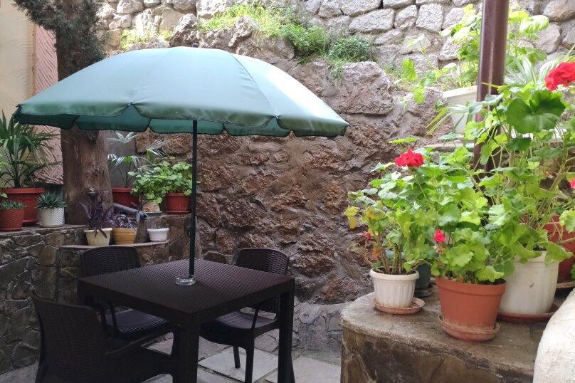 Домик с двориком на 2-3 человека, 15 кв.м. на 3 человека, 1 спальня, улица Васильченко, 7, Симеиз - Фотография 2