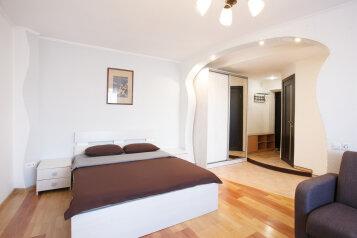 1-комн. квартира, 42 кв.м. на 4 человека, улица Ленина, 28, Красноярск - Фотография 1