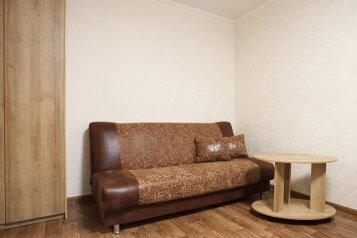 1-комн. квартира, 33 кв.м. на 4 человека, улица Парижской Коммуны, Красноярск - Фотография 3