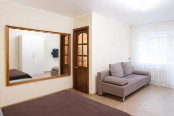 1-комн. квартира, 36 кв.м. на 4 человека, улица Сурикова, 4, Красноярск - Фотография 4