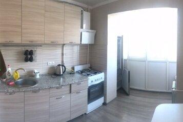 2-комн. квартира, 42 кв.м. на 4 человека, улица Шаумяна, 11, Туапсе - Фотография 1