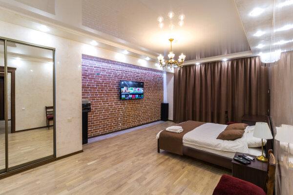 2-комн. квартира, 60 кв.м. на 4 человека, улица Ленина, 24, Омск - Фотография 1