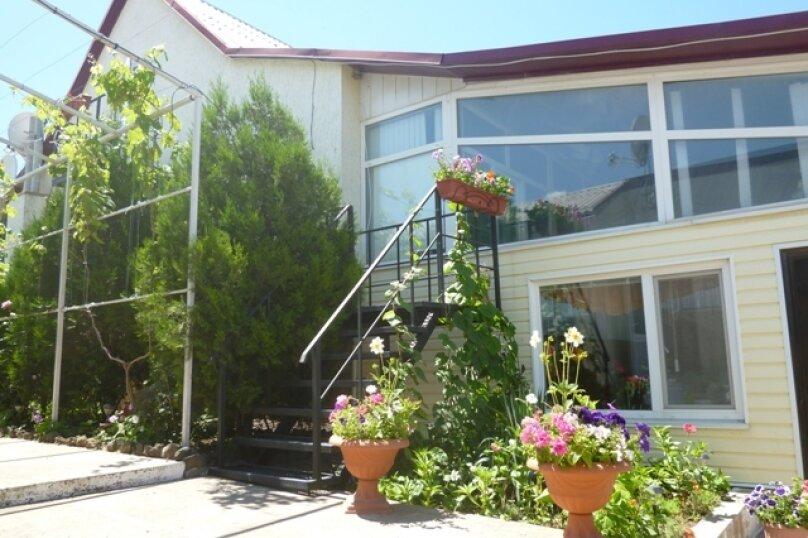 """Гостевой дом """"Лукулл"""", улица Комарова, 121А на 9 комнат - Фотография 1"""