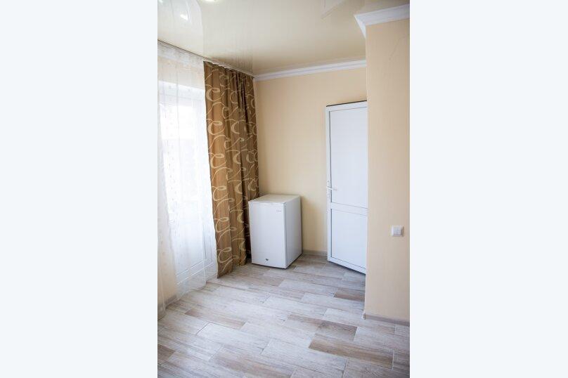Номер Стандарт, 3-местный (2 основных + 1 доп), 1-комнатный №10, Революционная улица, 124, Кабардинка - Фотография 4