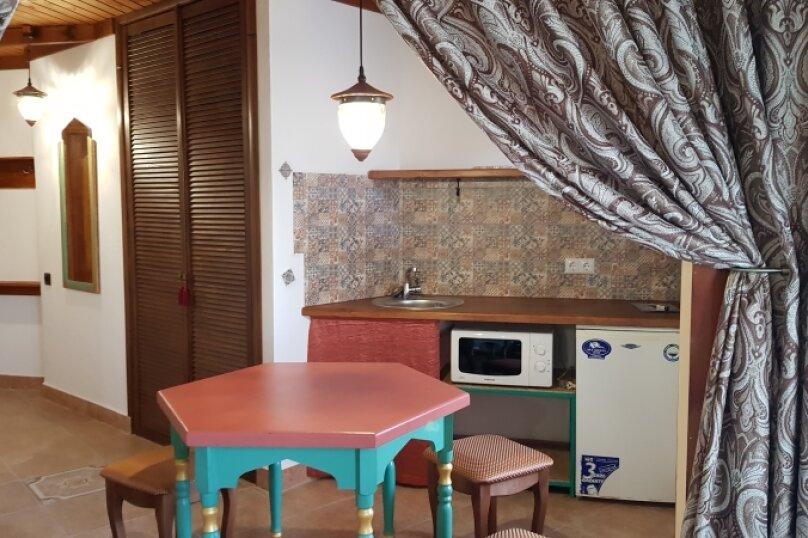 Двухкомнатные апартаменты в восточном стиле с мини-кухней, Черноморское шоссе, 31, Межводное - Фотография 2