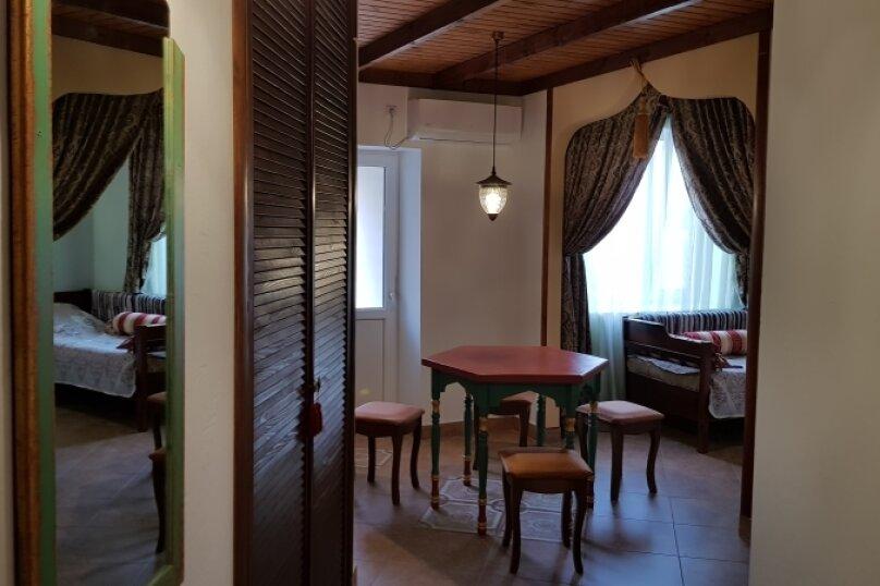 Двухкомнатные апартаменты в восточном стиле с мини-кухней, Черноморское шоссе, 31, Межводное - Фотография 1