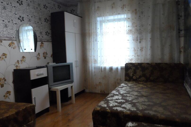 """Гостевой дом """"Семейный отдых"""", Черноморская улица, 9А на 7 комнат - Фотография 1"""