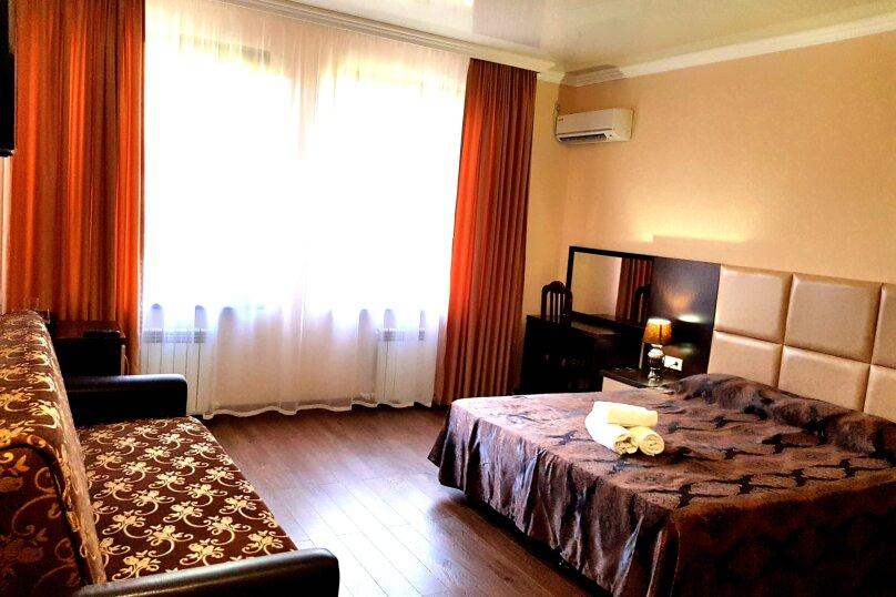 Люкс 3-х местный (без балкона), улица Шевченко, 96, Геленджик - Фотография 1