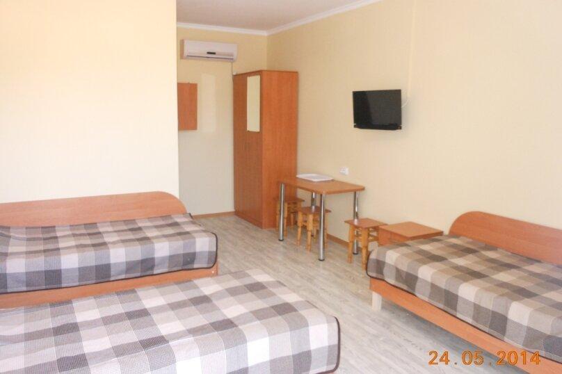 3-х местный номер (1) с тремя отдельными кроватями 1 этаж, Лесная улица, 18, Новофёдоровка, Саки - Фотография 1