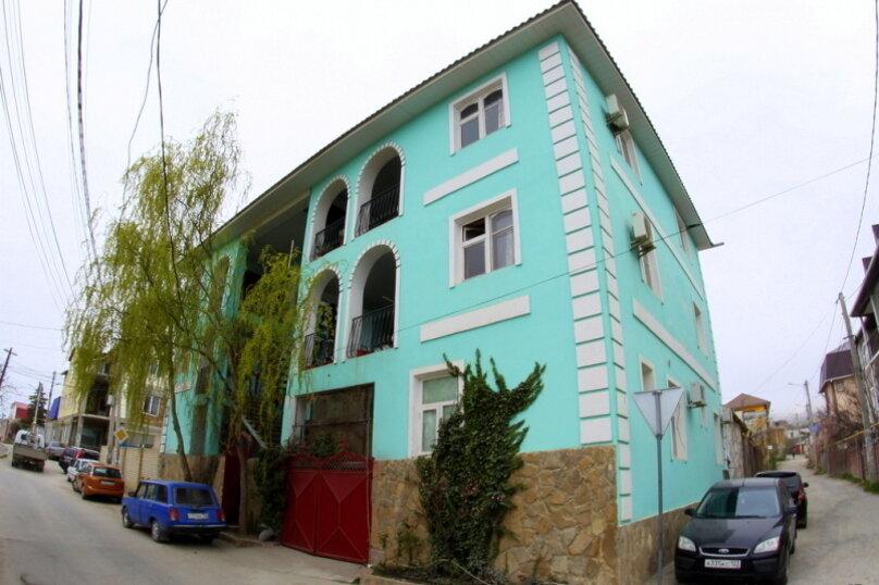 """Гостевой дом """"На 14 Апреля 15"""", улица 14 Апреля, 15 на 16 комнат - Фотография 1"""