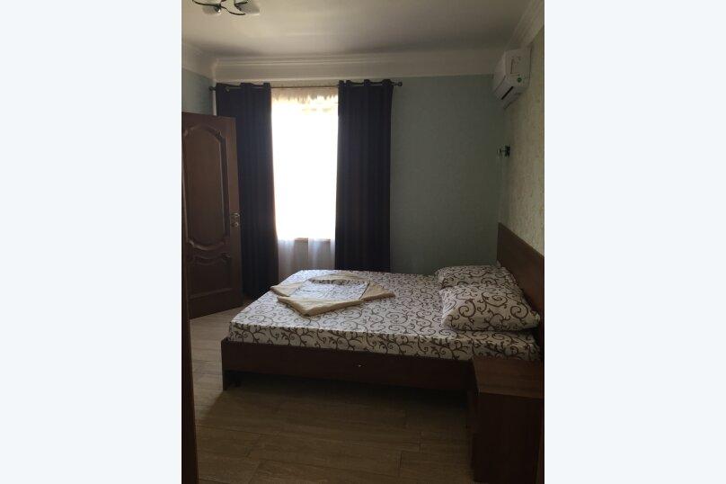 Двухместный номер №1 с одной кроватью и ванной комнатой, Восточная улица, 8, Голубицкая - Фотография 1