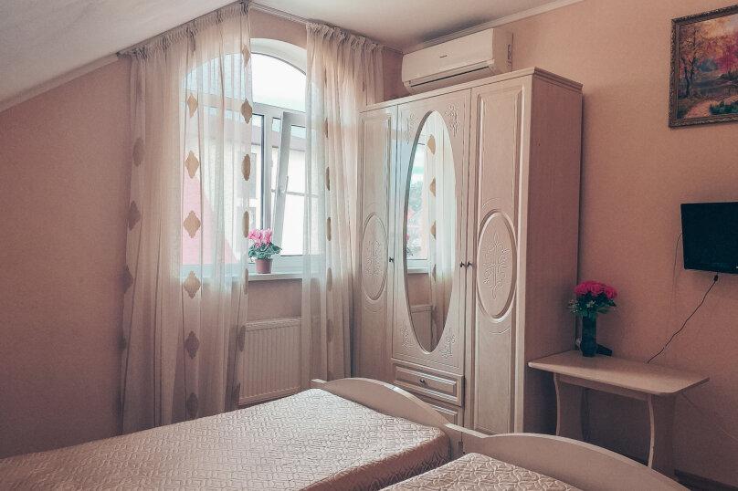 """Гостевой дом """"На Общинной 51"""", Общинная улица, 51 на 3 комнаты - Фотография 1"""