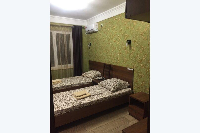 Двухместный номер №6 с двумя односпальными кроватями  и душем, Восточная улица, 8, Голубицкая - Фотография 1