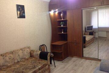 1-комн. квартира, 33 кв.м. на 3 человека, улица Меньшикова, 23, Севастополь - Фотография 1