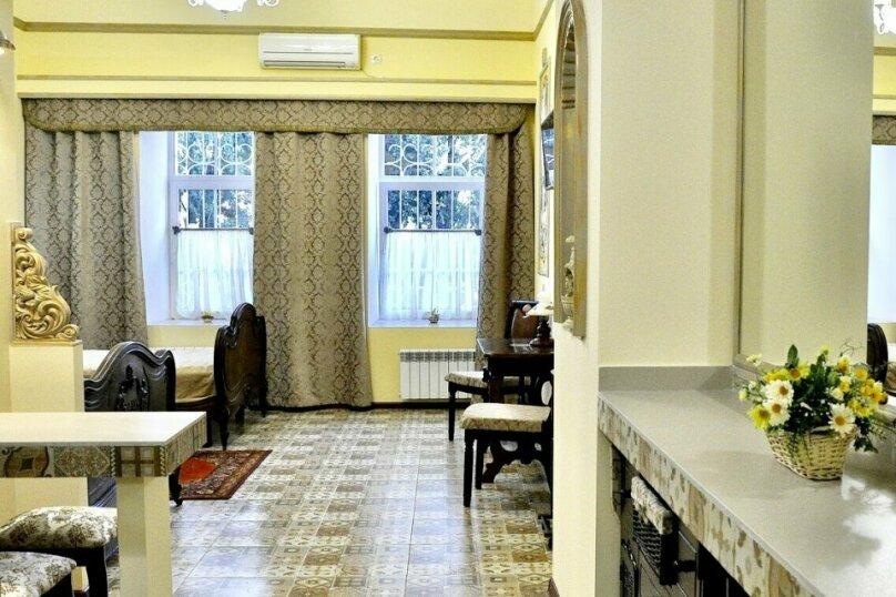 Апартаменты-студия +(DBL + ЕХВ), набережная имени Ленина, 13, Ялта - Фотография 6
