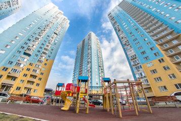 2-комн. квартира, 45 кв.м. на 4 человека, улица имени Е.И. Пугачёва, 49, Саратов - Фотография 1