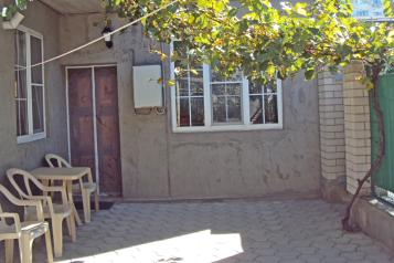 Пол  дома со своим индивидуальным внутренним двориком, 35 кв.м. на 4 человека, 2 спальни, Тракторный переулок, Анапа - Фотография 1