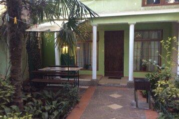2-комн. квартира, 35 кв.м. на 4 человека, улица Кирова, 30, Ялта - Фотография 1