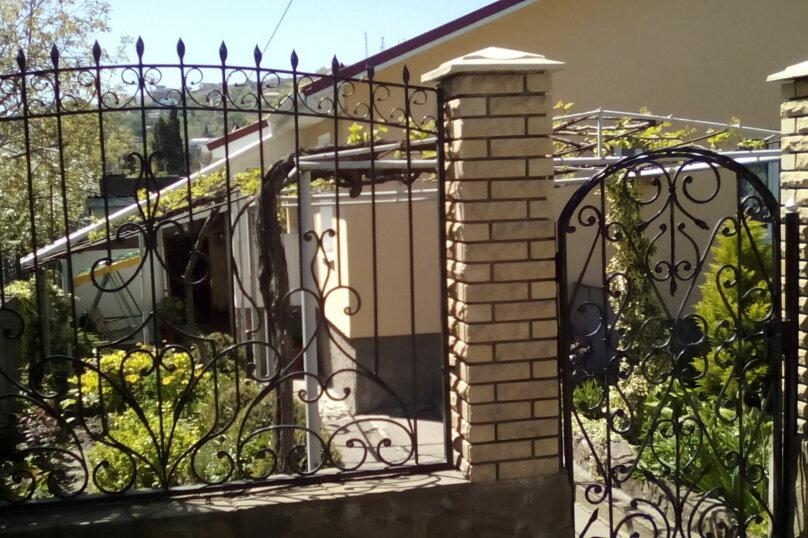 Гостевой дом , с. Малореченское, ул. Виноградная на 6 комнат - Фотография 1