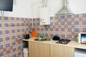 2-комн. квартира, 45 кв.м. на 5 человек, улица Черняховского, 22, Центральный район, Калининград - Фотография 1