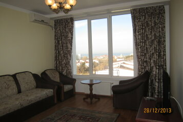 2-комн. квартира, 55 кв.м. на 4 человека, улица Челнокова, Севастополь - Фотография 1