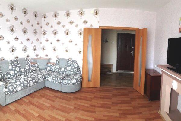 2-комн. квартира, 60 кв.м. на 6 человек, улица 9 Мая, 69, Красноярск - Фотография 1
