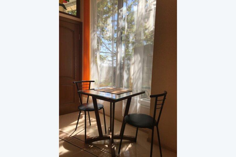 Гостевой дом с  двориком - студия № 1 , 22 кв.м. на 3 человека, 1 спальня, Поликуровская, 5, Ялта - Фотография 8