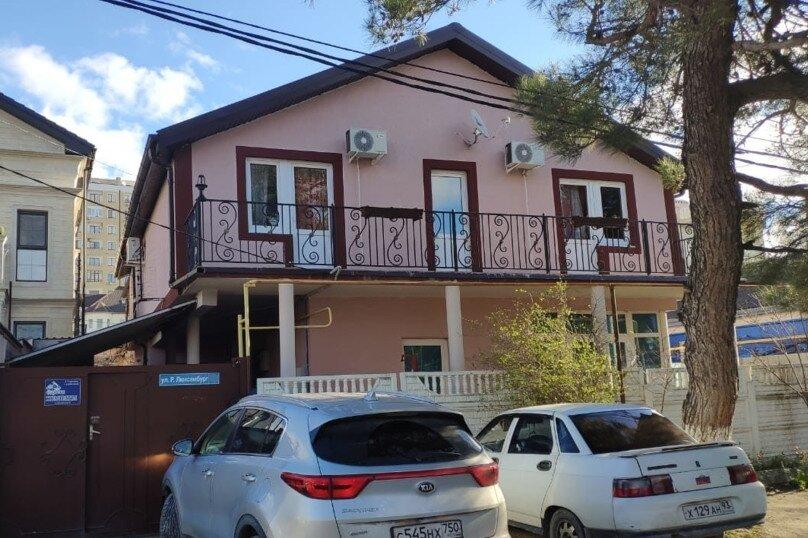 """Гостевой дом """"Надежда"""", улица Розы Люксембург, 51 на 6 комнат - Фотография 1"""
