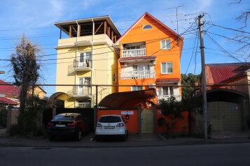 Гостевой дом , Демократическая улица, 80 на 12 номеров - Фотография 1