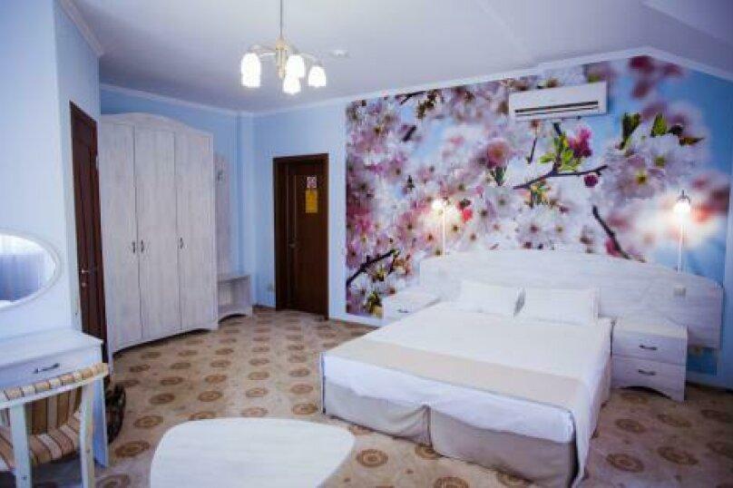 Полулюкс (1,2,3,4 этаж), улица Луначарского, 133, Геленджик - Фотография 2