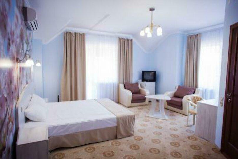 Полулюкс (1,2,3,4 этаж), улица Луначарского, 133, Геленджик - Фотография 3