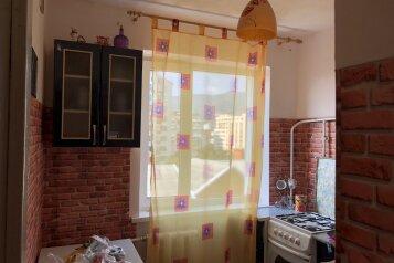 3-комн. квартира, 51 кв.м. на 6 человек, улица Грибоедова, Геленджик - Фотография 1