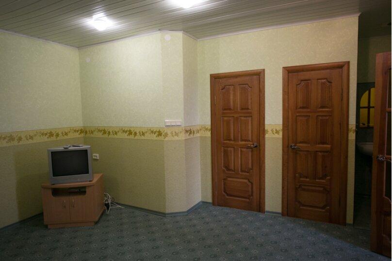Семейный двухкомнатный без балкона на 3-м этаже, Штормовая, 13-а, Евпатория - Фотография 2