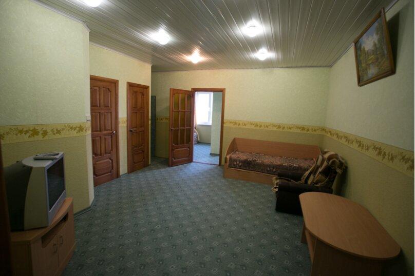 Семейный двухкомнатный без балкона на 3-м этаже, Штормовая, 13-а, Евпатория - Фотография 1
